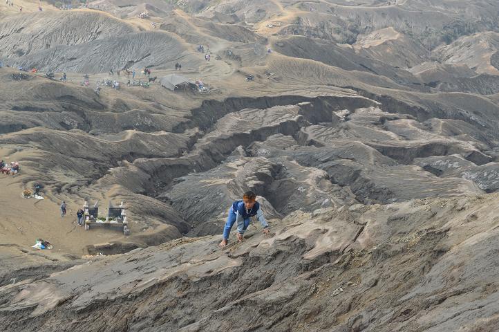 anak-anak Tengger di Gunung Bromo