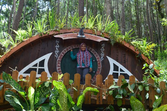 Rizka wahyuni di Rumah Hobbit